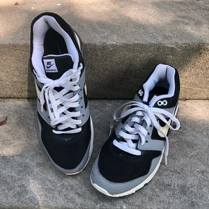 Nike AirMax Black, Gray and White Sneakers Size 10